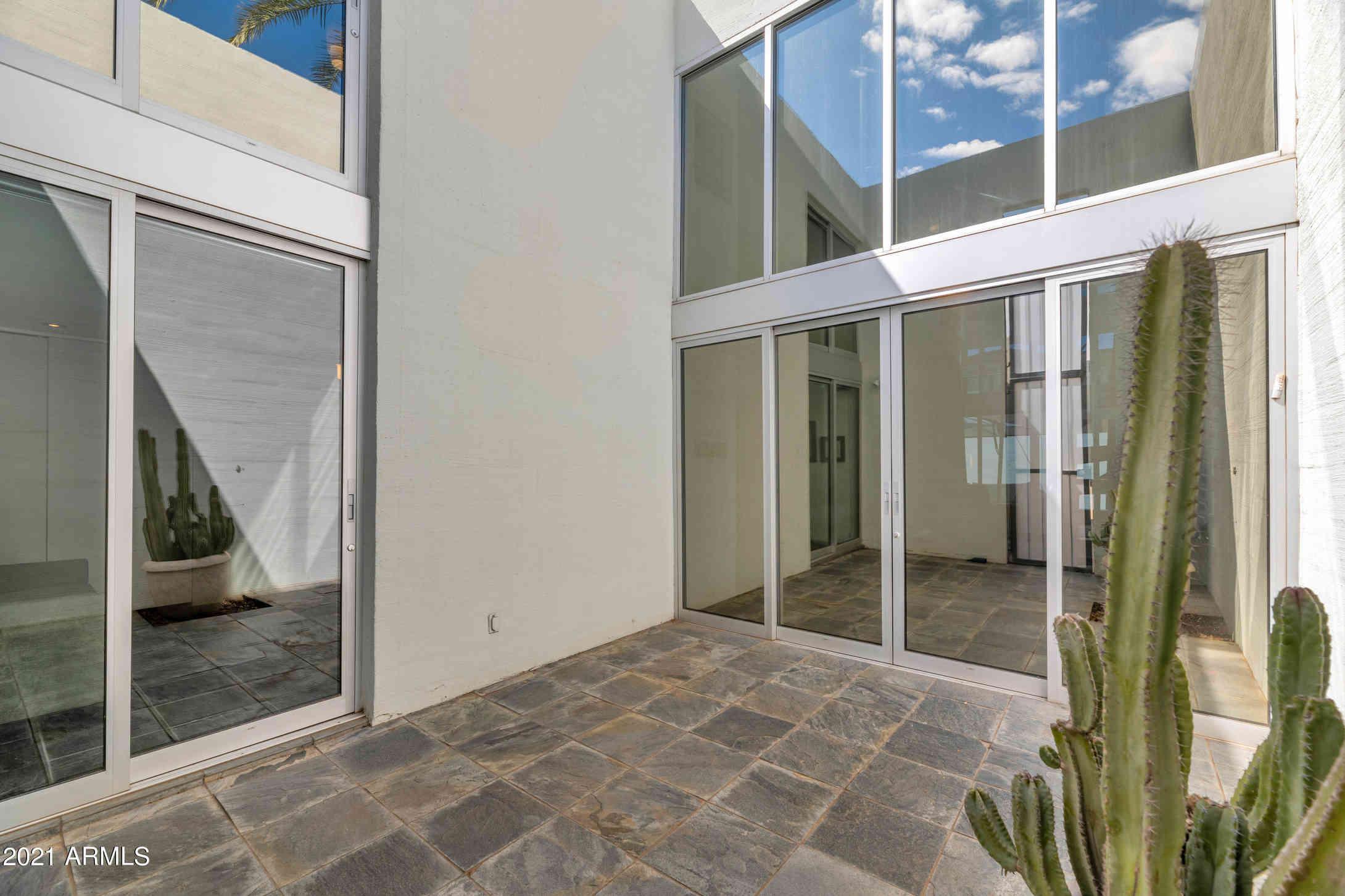 3241 E CAMELBACK Road, Phoenix, AZ, 85018,
