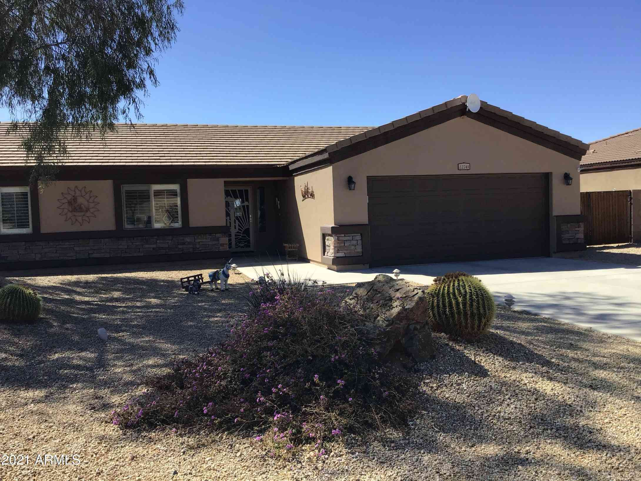 22741 W WEAVER VALLEY Drive, Congress, AZ, 85332,