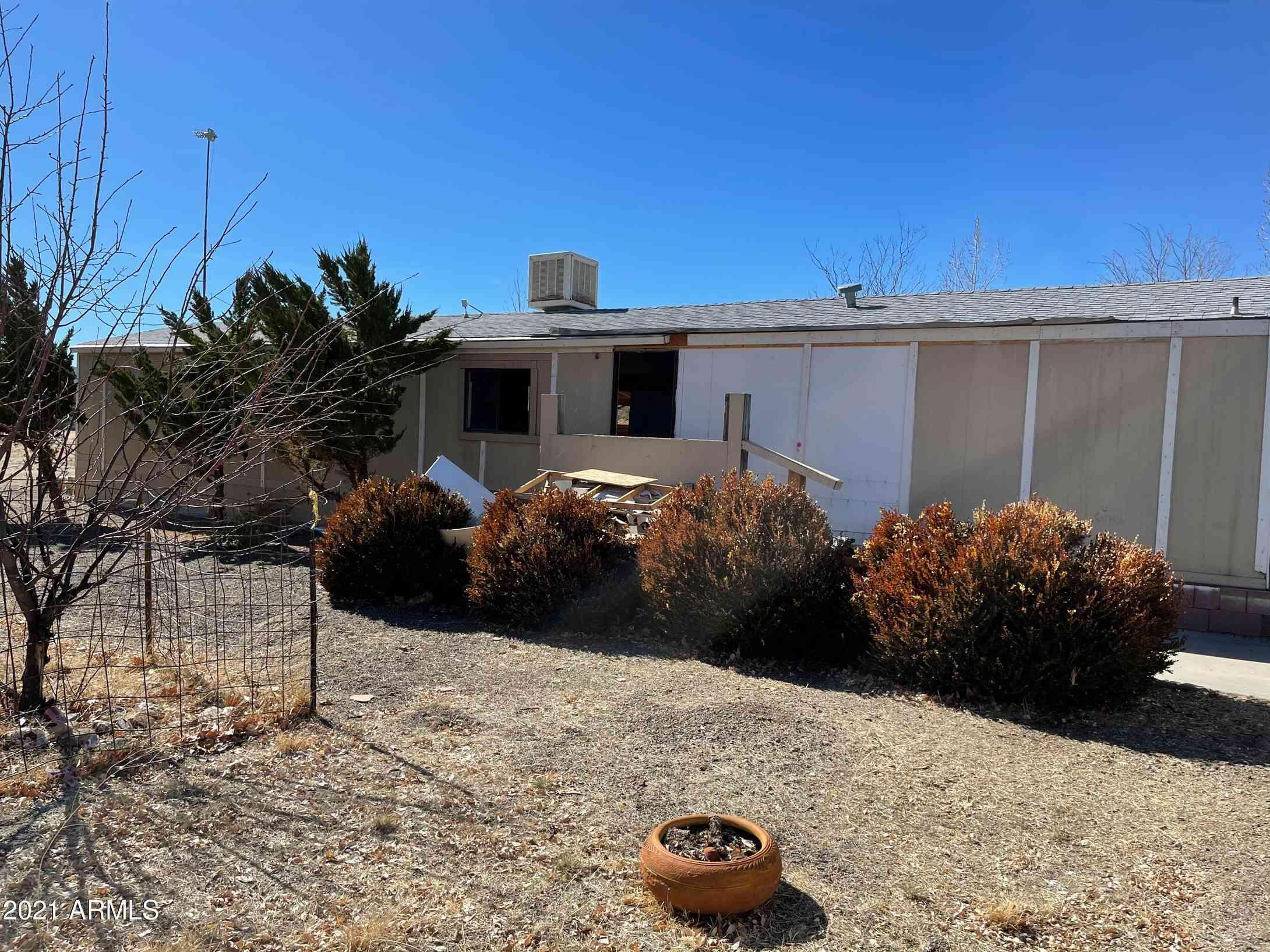 18442 S PIONEER Avenue, Peeples Valley, AZ, 86332,