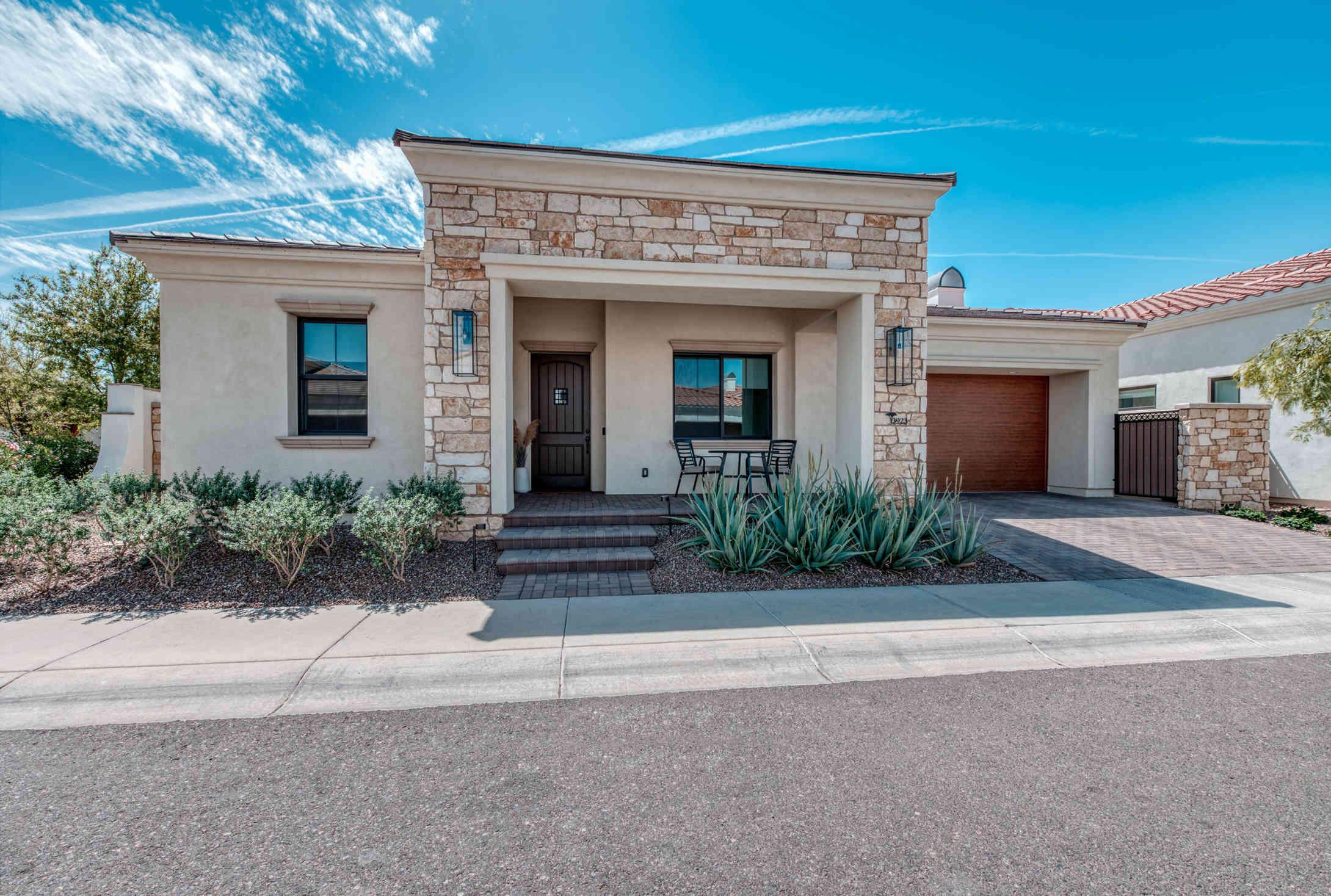 3923 E MITCHELL Drive, Phoenix, AZ, 85018,