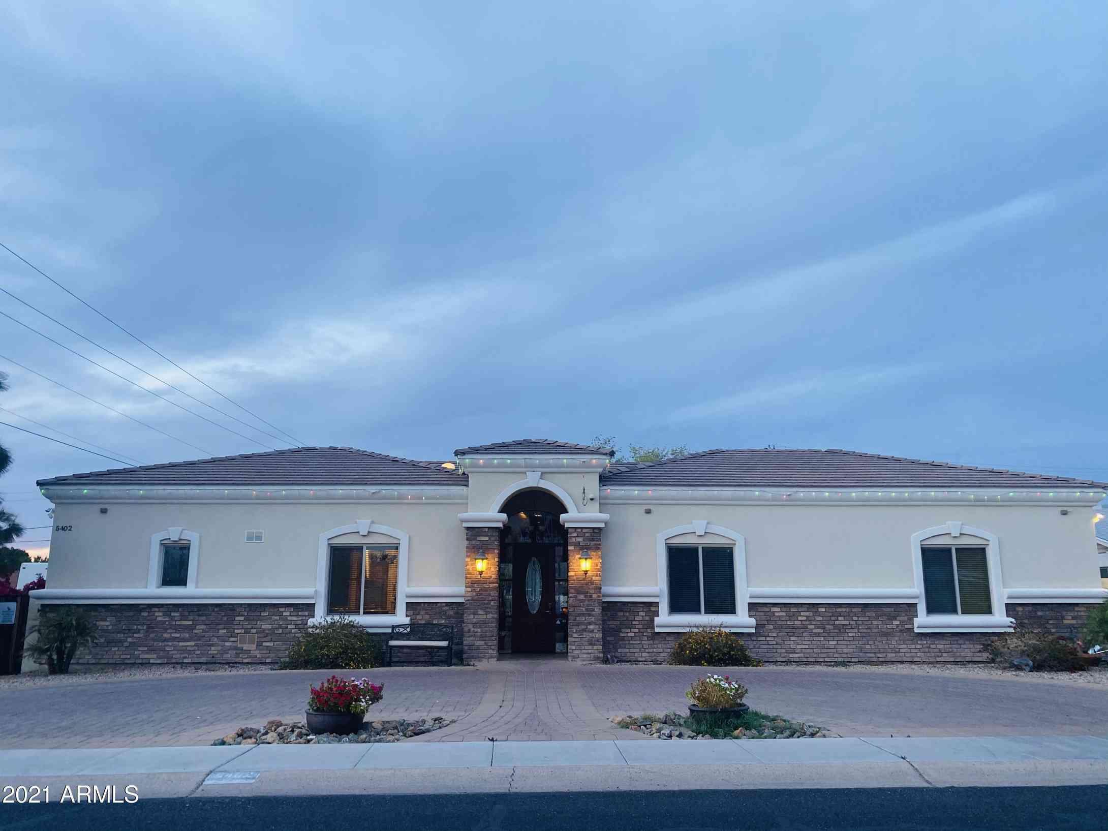 5000 E Senior Living Lane, Phoenix, AZ, 85018,
