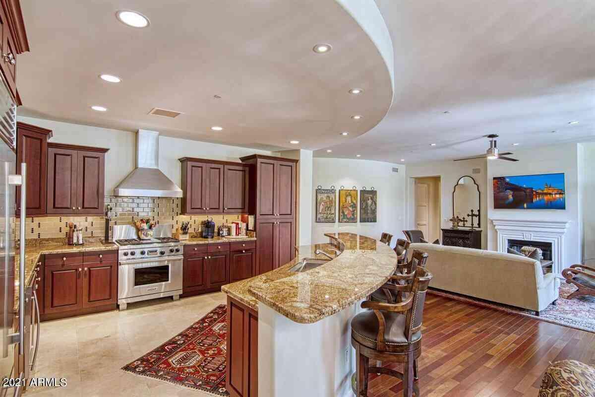 8 BILTMORE Estate #115, Phoenix, AZ, 85016,