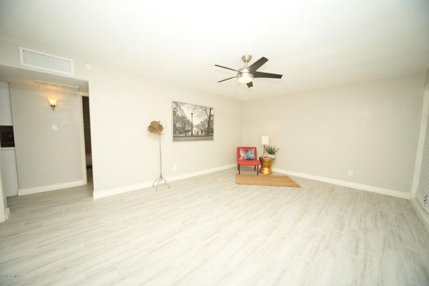 7502 W WHITTON Avenue