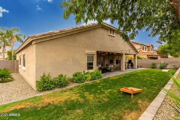 3423 E MAYBERRY Court