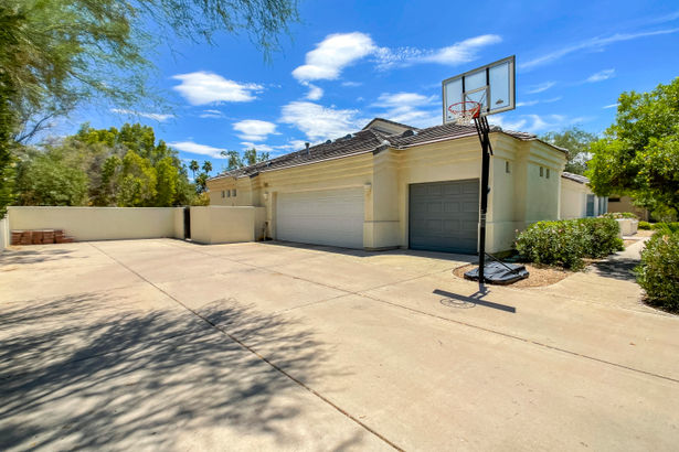 10335 N 49TH Place