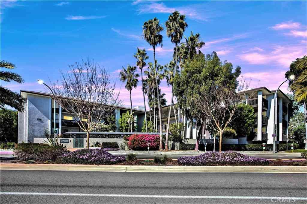 447 Herondo Street #104, Hermosa Beach, CA, 90254,