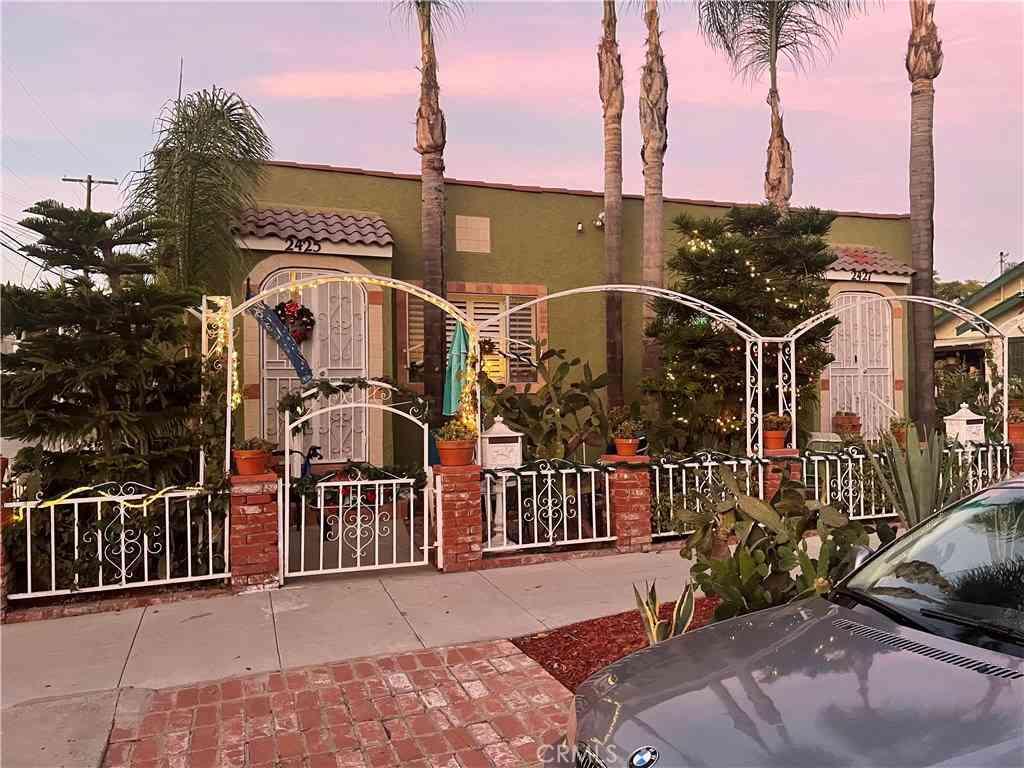 2425 E 11th Street, Long Beach, CA, 90804,