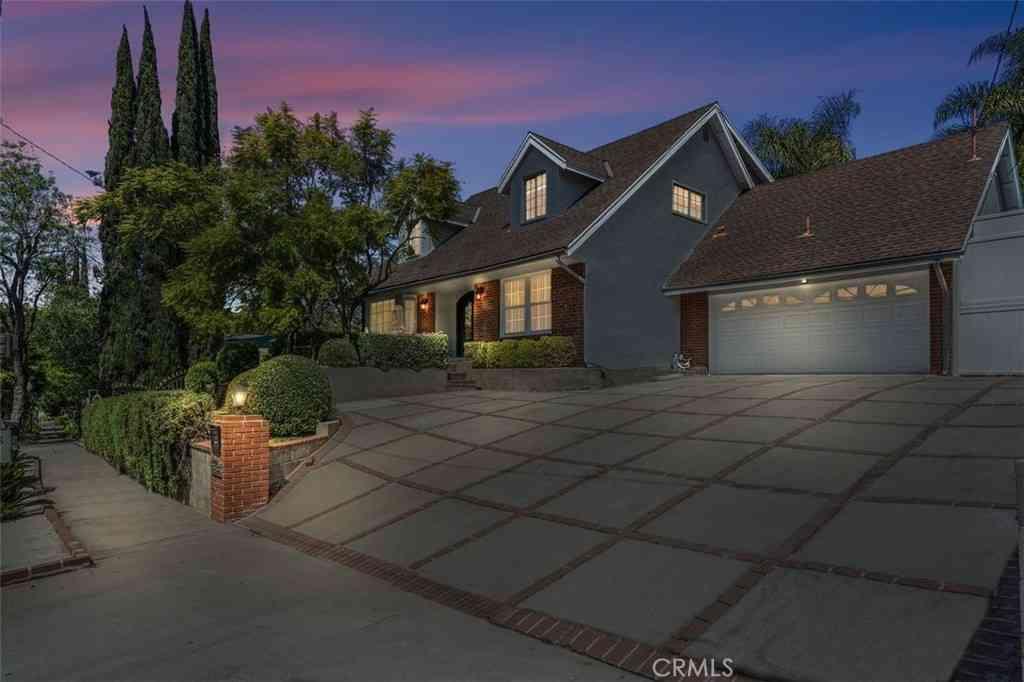 3158 Laurel Canyon Boulevard, Studio City, CA, 91604,