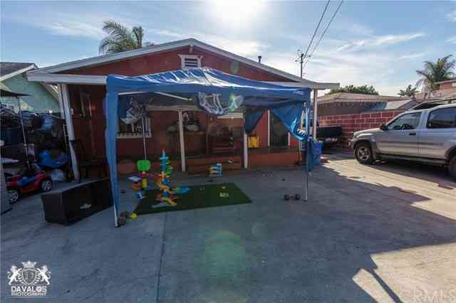 1159 E 65th Street, Los Angeles, CA, 90001,