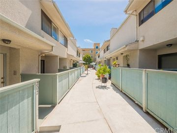 7869 Ventura Canyon Avenue #202, Panorama City, CA, 91402,