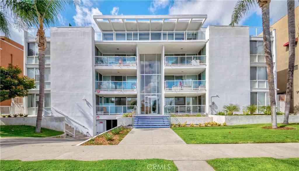 131 N Gale Drive #2E, Beverly Hills, CA, 90211,