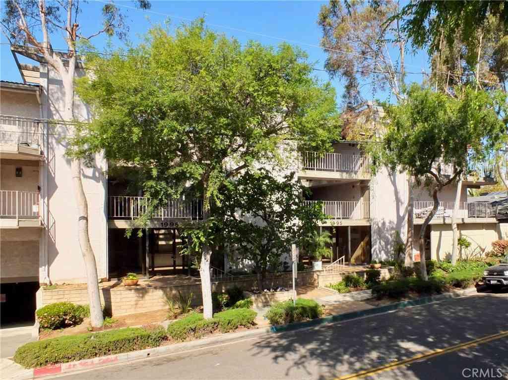 1995 Molino Avenue #302, Signal Hill, CA, 90755,