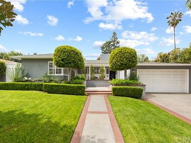 385 South Bonnie Avenue, Pasadena, CA, 91106,
