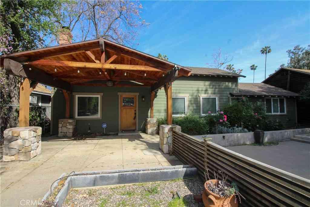 1562 N Los Robles, Pasadena, CA, 91104,