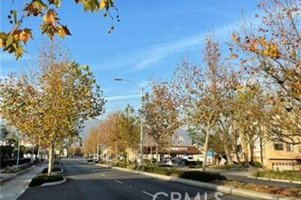 6211 Rosemead Boulevard
