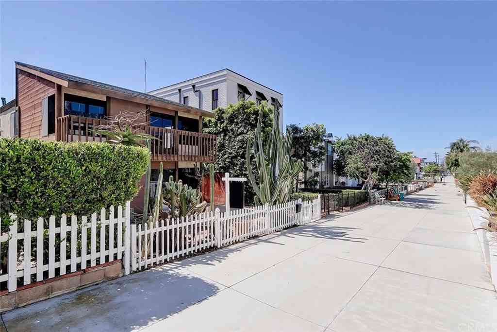 444 9th Street, Manhattan Beach, CA, 90266,