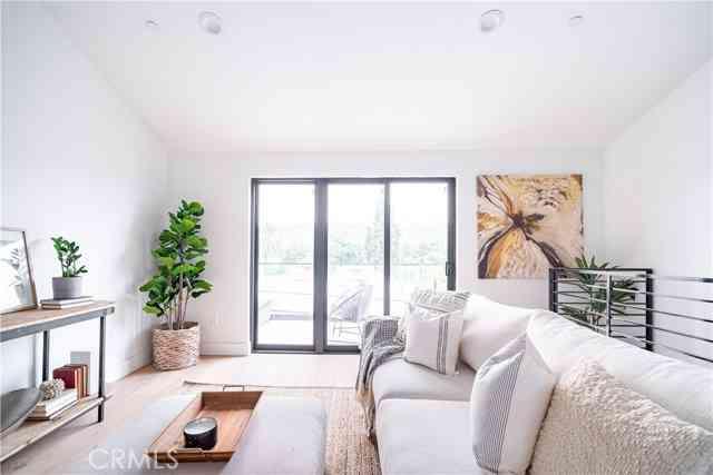 595 W Buntzman Way, Los Angeles, CA, 90065,