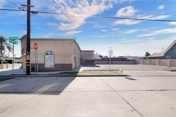 8635 Greenleaf Avenue