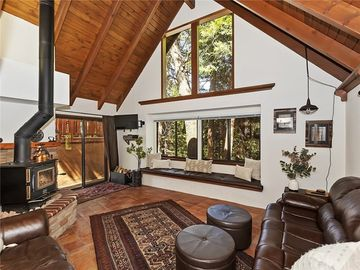 777 Ivy Lane, Lake Arrowhead, CA, 92352,