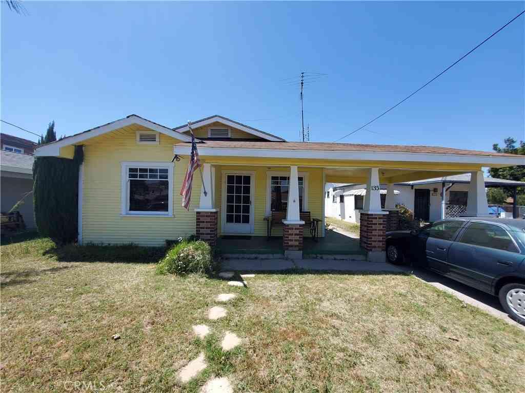 135 Thompson Avenue, Fullerton, CA, 92833,