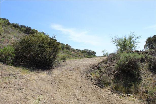 44060 La Cruz Drive