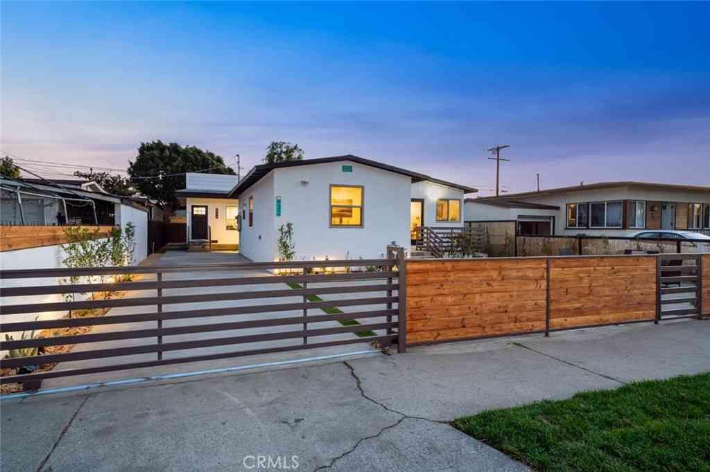 832 E 102nd Street, Los Angeles, CA, 90002,