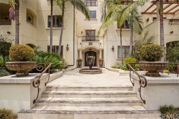 261 S Reeves Drive #201