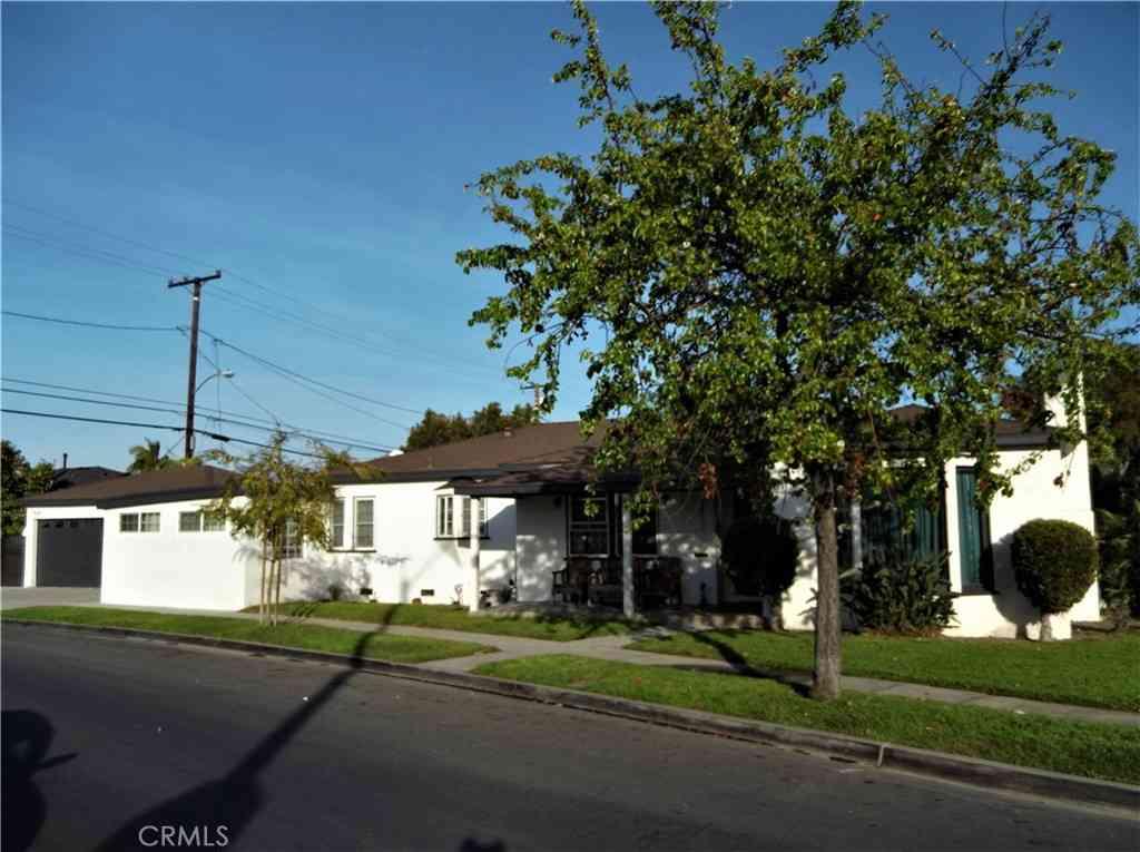 6812 Woodward Avenue, Bell, CA, 90201,