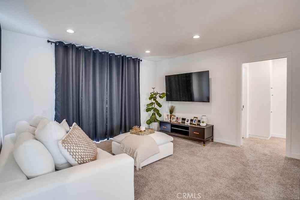 11121 Queensland Street #B16, Los Angeles, CA, 90034,