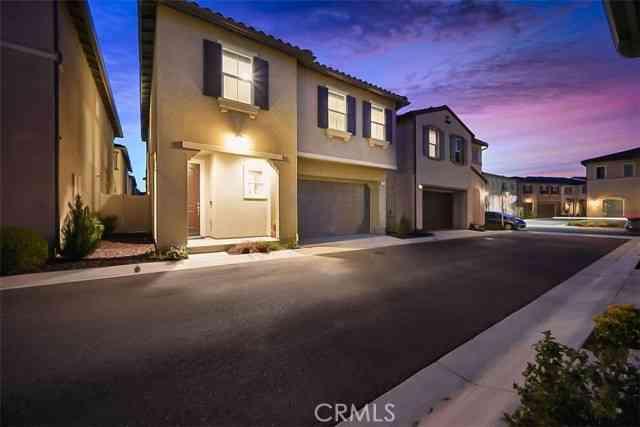 228 West Ridgewood Street, Long Beach, CA, 90805,