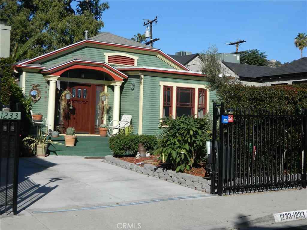 1233 N Genesee Avenue, West Hollywood, CA, 90046,