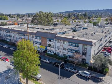 18530 Hatteras Street #127, Tarzana, CA, 91356,