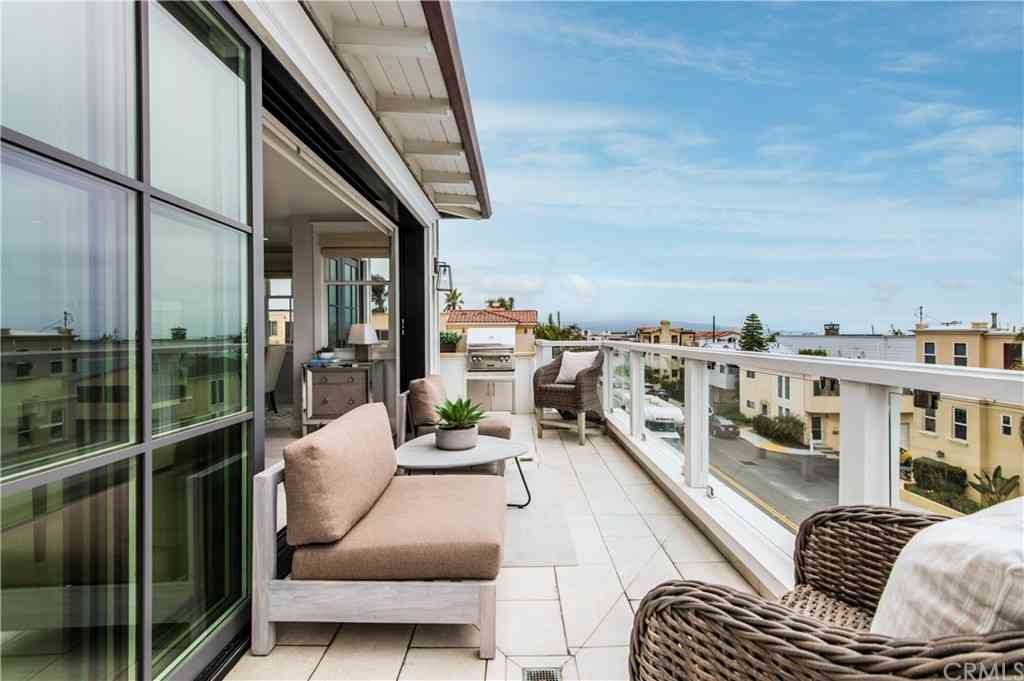 304 3rd Street, Manhattan Beach, CA, 90266,