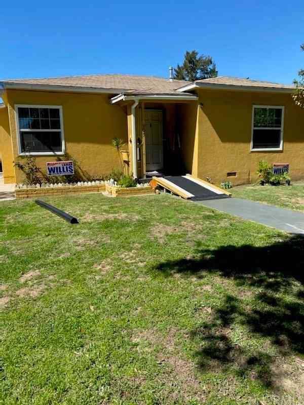 305 S Bradfield Avenue, Compton, CA, 90221,