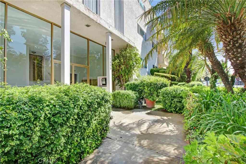 12955 Riverside Drive #306, Sherman Oaks, CA, 91423,