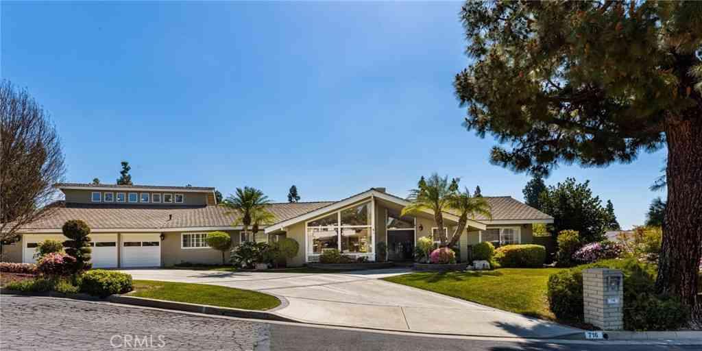 716 Rancho Circle, Fullerton, CA, 92835,