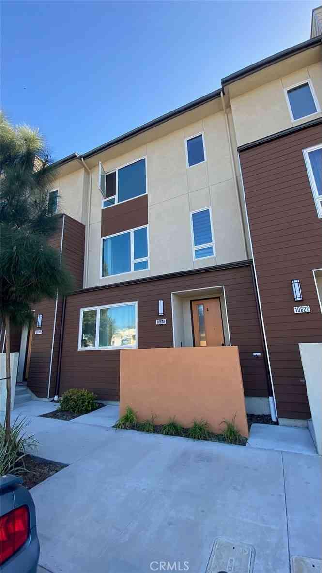 10618 Paramount, Downey, CA, 90241,