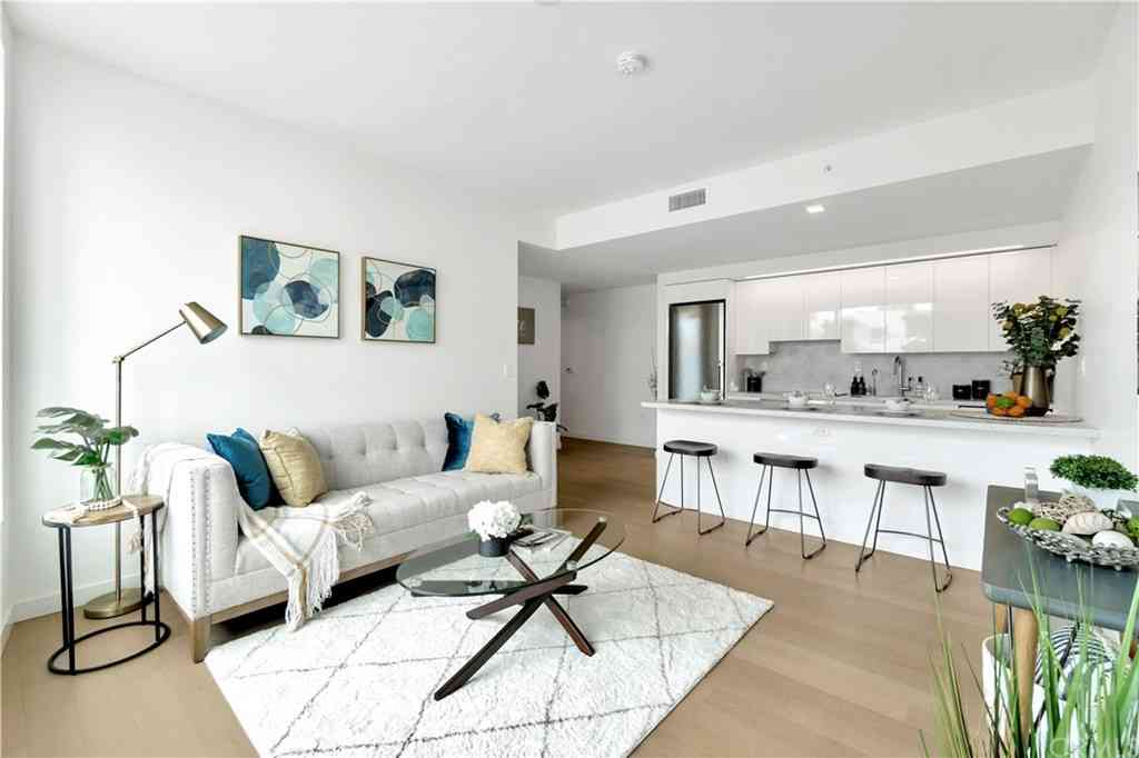 1050 S Grand Ave #704, Los Angeles, CA, 90015,