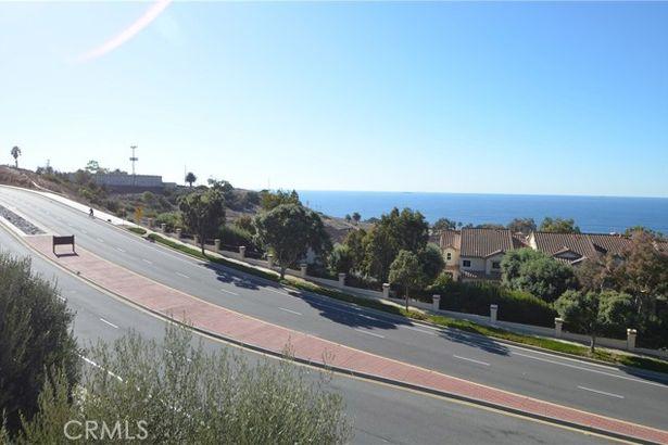 7040 Via Del Mar