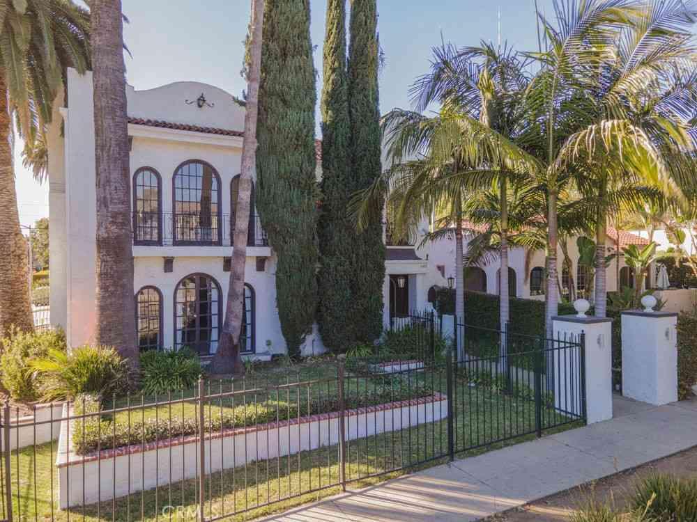 8211 Romaine Street, West Hollywood, CA, 90046,