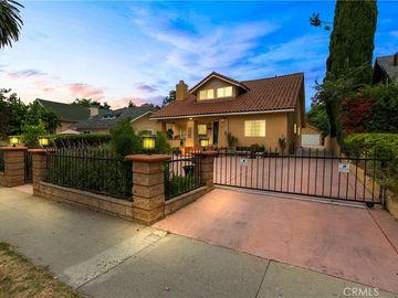 895 N Los Robles Avenue, Pasadena, CA, 91104,