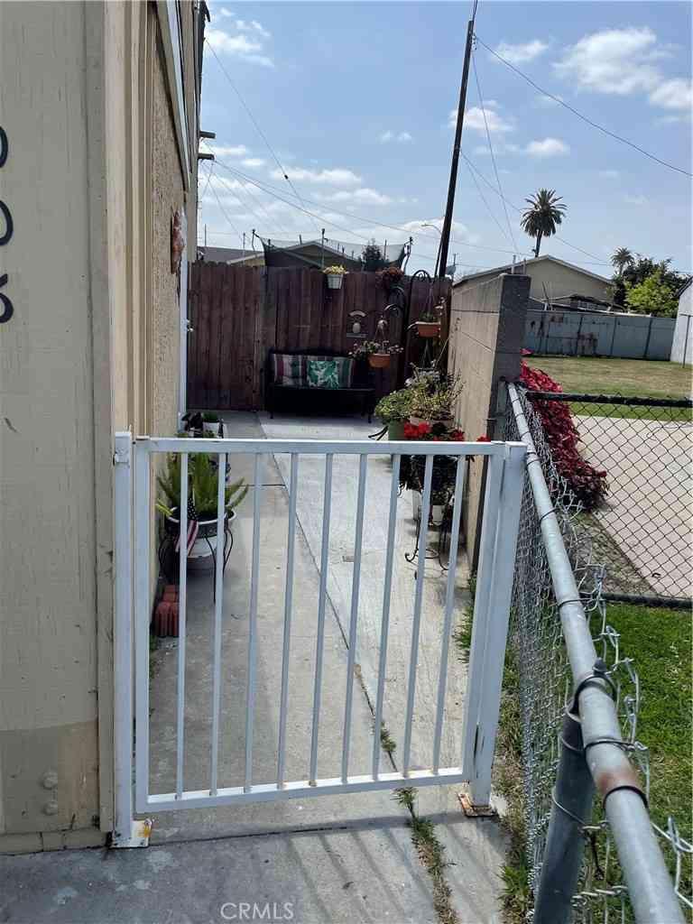 2006 E Hatchway Street, Compton, CA, 90222,