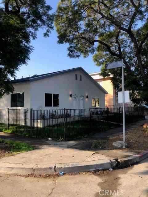 1502 W 80th Street, Los Angeles, CA, 90047,