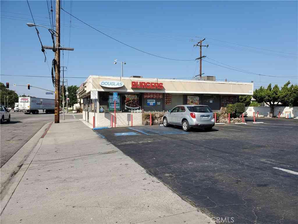 7502 Somerset Boulevard, Paramount, CA, 90723,