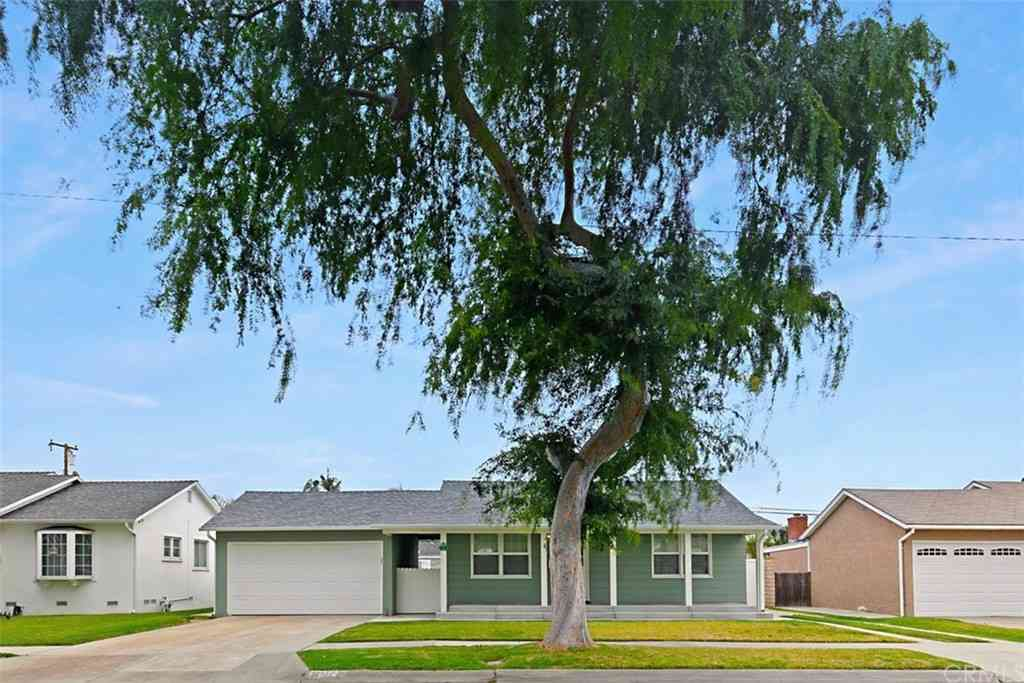 11112 Midway Drive, Los Alamitos, CA, 90720,