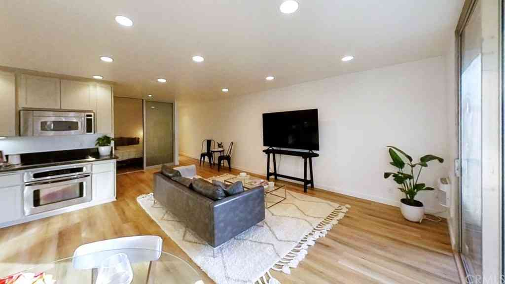 11645 Montana Avenue #222, Los Angeles, CA, 90049,