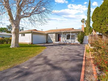 7101 Bianca Avenue, Lake Balboa, CA, 91406,