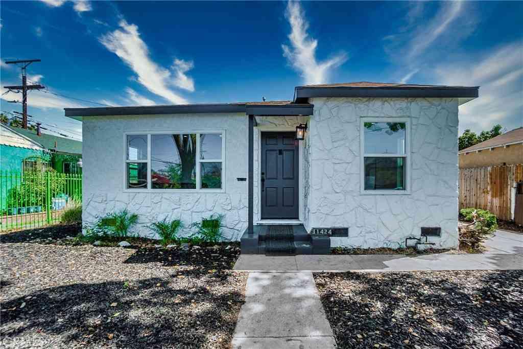 11424 Denver Avenue, Los Angeles, CA, 90044,