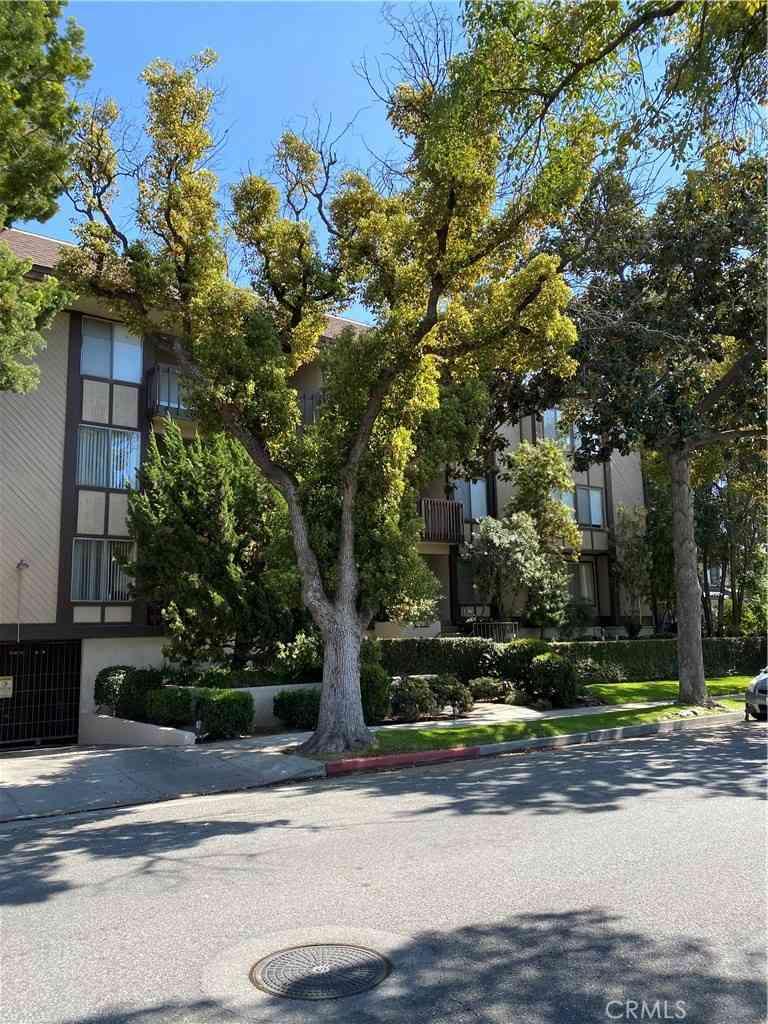 500 S Oak Knoll Avenue #45, Pasadena, CA, 91101,