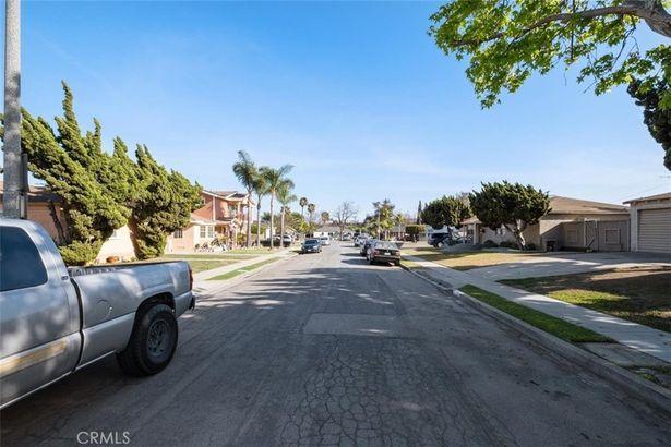 3529 Eucalyptus Avenue